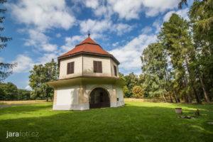 Klasicistní zámeček Lusthaus